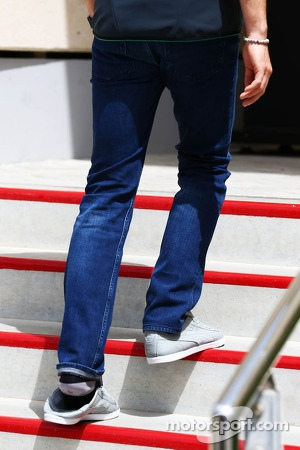 Nico Rosberg, Mercedes AMG F1 wearing his left shoe loosely after he cut a toe open on a beach