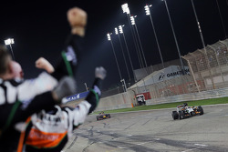 Nico Hulkenberg, Sahara Force India F1 VJM07 passes his team as he finishes fifth