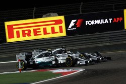 Nico Rosberg, Mercedes AMG F1 W05 and Lewis Hamilton, Mercedes AMG F1 W05 battle for position