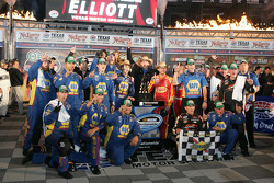 Chase Elliott and his crew in victory lane
