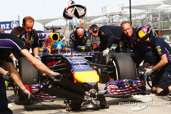 Sebastian Vettel, Red Bull Racing RB10 practices a pit stop