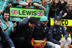 Toto Wolff, Mercedes AMG F1 Shareholder and Executive Director; race winner Lewis Hamilton, Mercedes AMG F1 and second placed Nico Rosberg, Mercedes AMG F1 celebrate with the team
