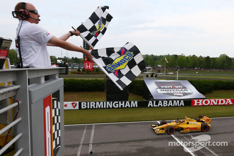 Ryan Hunter-Reay, Andretti Autosport Honda takes the win