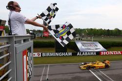 Ryan Hunter-Reay, Andretti Autosport Honda takes the win