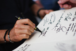 Nico Rosberg, Mercedes AMG F1 writes a message of support for Michael Schumacher