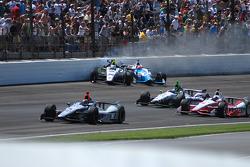 Ed Carpenter, Ed Carpenter Racing Chevrolet and James Hinchcliffe, Andretti Autosport Honda crashes