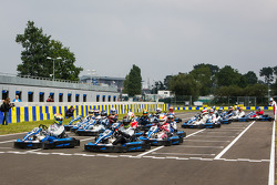 Media/drivers karting race: race start