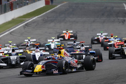 WSR: Start: Carlos Sainz Jr. leads