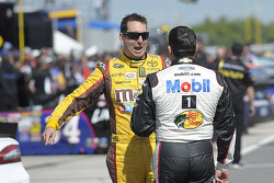 Kyle Busch, Joe Gibbs Racing Toyota and Tony Stewart, Stewart-Haas Racing Chevrolet