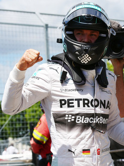 Pole for Nico Rosberg, Mercedes AMG F1