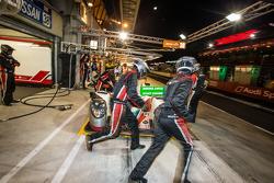 Pit stop for #38 Jota Sport Zytek Z11SN - Nissan: Simon Dolan, Harry Tincknell, Oliver Turvey