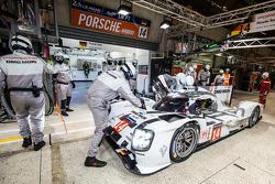 Pit stop for #14 Porsche Team Porsche 919 Hybrid: Romain Dumas, Neel Jani, Marc Lieb
