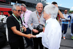 Bernie Ecclestone, on the grid with Ron Dennis, McLaren Executive Chairman