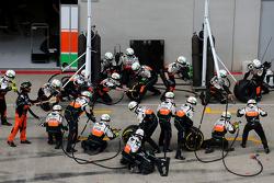 Sahara Force India Formula One Team mechanics ready Sahara Force India Formula One Team pitstop