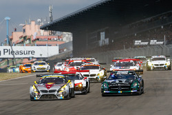 Start: #25 Marc VDS Racing BMW Z4 GT3: Maxime Martin, Jörg Müller, Uwe Alzen, Marco Wittmann and #14 Black Falcon Mercedes-Benz SLS AMG GT3: Abdulaziz Al Faisal, Hubert Haupt, Adam Christodoulou, Yelmer Buurman