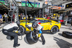 Pit stop for #73 Corvette Racing Chevrolet Corvette C7: Jan Magnussen, Antonio Garcia, Jordan Taylor