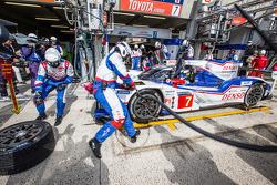 Pit stop for #7 Toyota Racing Toyota TS 040 - Hybrid: Alexander Wurz, Stéphane Sarrazin, Kazuki Nakajima