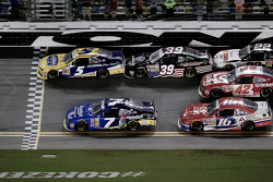 Kasey Kahne beats Regan Smith to the line