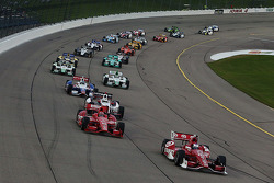 Scott Dixon, Target Chip Ganassi Racing Chevrolet leads the field to the start