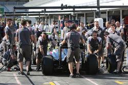Sauber F1 Team practices a pit stop
