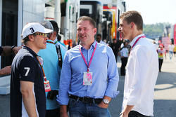 F1: (L to R): Jacques Villeneuve, with Jos Verstappen, and his son Max Verstappen