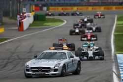 F1: Nico Rosberg, Mercedes AMG F1 W05 leads behind the FIA Safety Car