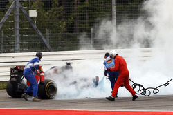 Daniil Kvyat, Scuderia Toro Rosso STR9 catches fire and retires from the race