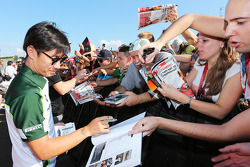 Kamui Kobayashi, Caterham signs autographs for the fans