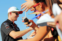Nico Hulkenberg, Sahara Force India F1 signs autographs for the fans
