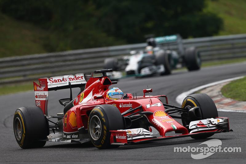 Fernando Alonso, Ferrari F14-T leads Nico Rosberg, Mercedes AMG F1 W05