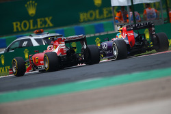 F1: Kimi Raikkonen, Ferrari F14-T and Sebastian Vettel, Red Bull Racing