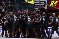 Jeff Gordon's crew celebrates