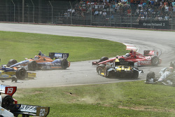 Tony Kanaan, Chip Ganassi Racing Chevrolet spins
