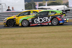 BTCC: Colin Turkington, eBay Motors passing Adam Morgan, Wix Racing