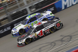 Casey Mears, Germain Racing Ford and Kevin Harvick, Stewart-Haas Racing Chevrolet