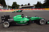 Marcus Ericsson, Caterham CT05 spins at La Source in FP1 and is passed by team mate Andre Lotterer, Caterham CT05