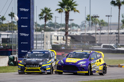 #18 Olsbergs MSE Ford Fiesta ST: Patrik Sandell and #00 Royal Purple Racing / OMSE2 Ford Fiesta ST: Steve Arpin make several contacts at the start