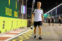 Marcus Ericsson, Caterham walks the circuit
