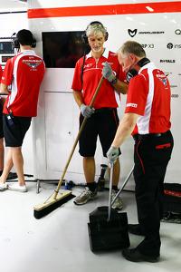 Damon Hill, Sky Sports Presenter and Johnny Herbert, Sky Sports F1 Presenter work with the Marussia F1 Team Mechanics