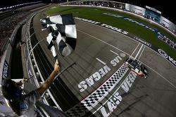 Erik Jones takes the win