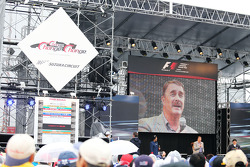 Nigel Mansell entertains the fans