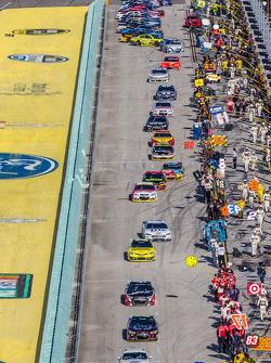 Jeff Gordon, Hendrick Motorsports Chevrolet leads the field to pace laps