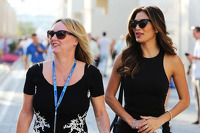 (L to R): Linda Hamilton, and Nicole Scherzinger, Singer, step mother and girlfriend of Lewis Hamilton, Mercedes AMG F1