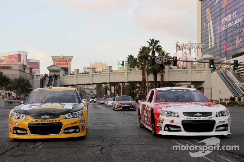 Ryan Newman, Richard Childress Racing Chevrolet, Kevin Harvick, Stewart-Haas Racing Chevrolet