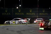 #911 Porsche North America Porsche 911 RSR: Nick Tandy, Marc Lieb, Patrick Pilet, Michael Christensen in trouble with #912 Porsche North America Porsche 911 RSR: Jörg Bergmeister, Earl Bamber, Frederic Makowiecki