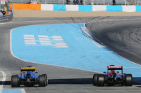 (L to R): Marcus Ericsson, Sauber C34 and Carlos Sainz Jr., Scuderia Toro Rosso STR10 at the end of the pit lane