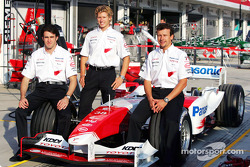 Photoshoot: Ricardo Zonta, Ryan Briscoe and Olivier Panis