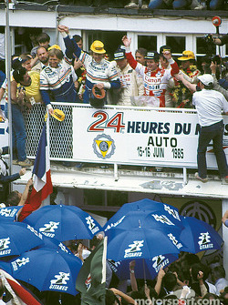 Podium: race winners Klaus Ludwig, Paolo Barilla and John Winter, with Jonathan Palmer, James Weaver and Richard Lloyd, and Derek Bell and Hans Stuck