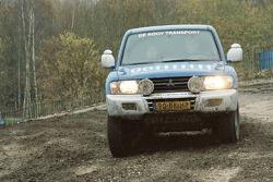 John de Heijde, Ab van Erp, Eric Hoens and André van der Struijs test the service Mitsubishi Pajero 4x4