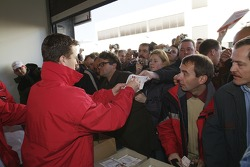 Crowds flock to see Ralf Schumacher at the Toyota Motorsport factory